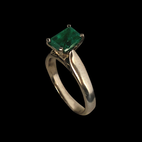 14k White Gold Woman Ring with Emerald